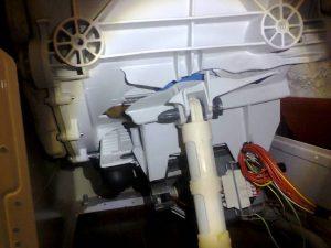 Поврежденный бак стиральной машины